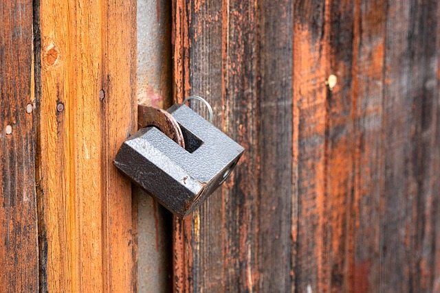 candado en una puerta, cerrar ciclos
